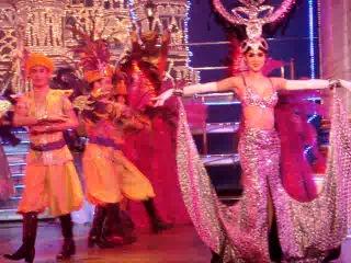 Альказар шоу . Таиланд. Паттая  На сцене нет ни одной женщины.