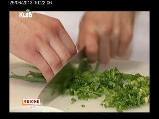 Аслан Абаев дает мастер-класс по приготовлению осетинских пирогов.