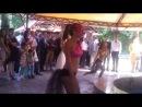 Красотки танцуют Зажигательный, соблазнительный, яркий! Как вы уже догадались, речь идет о латиноамериканских танцах! Танцора, который занимает латиноамериканскими танцами, можно узнать сразу: прямая осанка, красивая походка, плавные движения. Такие танцы становятся не просто хобби, с образом жизни и мышления. Стоит хотя бы один раз сходить на соревнования по латине, и вы всей душой влюбитесь в этот вид танца! Мы предлагаем вам онлайн уроки по латине, которые помогут изучить базовые движения тан
