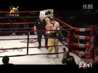 Бои монах шаолиня мастер кунг фу VS тайский бокс чемпион - нокаут