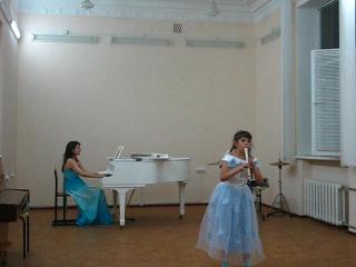 Наша Юляша играет на флейте