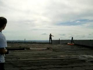 на роликах по крыше