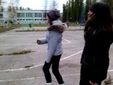 Девки попами трясут! На танцпол плясать идут!:D