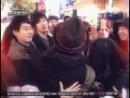 Сынюн гуляет с друзьями и пытается убежать от фанаток (SSK2)