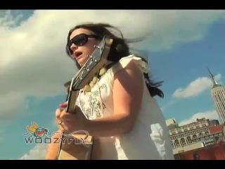 Amy MacDonald This Is The Life live in the steet