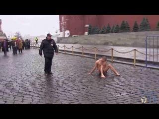БЕЗ цензуры! Художник Пётр Павленский прибил себя гвоздём за яйца на Красной площади