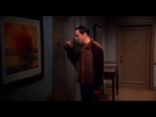 Шелдон стучит в дверь Эми