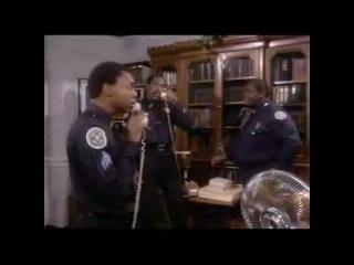 Полицейская академия (Майкл Уинслоу — курсант Ларвелл Джонс).