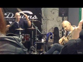 Джем с бас гитаристом группы
