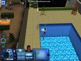 Девушка плавает в басейне