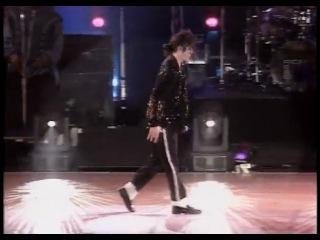 Знаменитая лунная походка в исполнении великого Майкла Джексона!