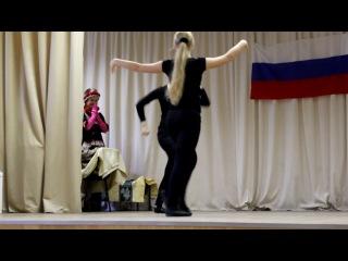 Русские девченки танцуют Лезгинку и Калинку