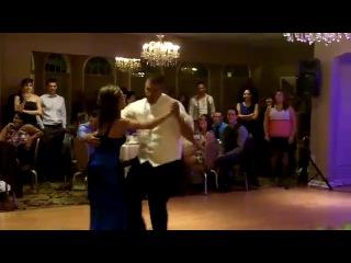 Танец мамы и жениха