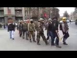 Активист самообороны регулирует движение в центре Киева