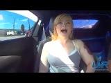 Реакция грудастой девушки на ускорение Chevrolet Camaro