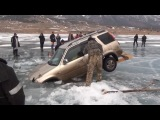 Как достать провалившуюся под лёд машину, без спец техники. Просто красавцы !!!