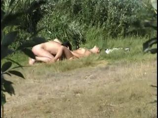 секс на речке скрытая съёмка