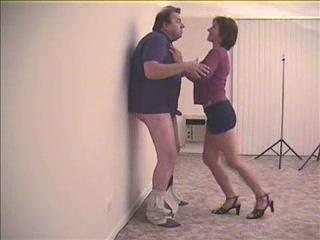 Жена наказывает мужа за измену....