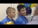 Сургутские школьники подарили уличным собакам будки
