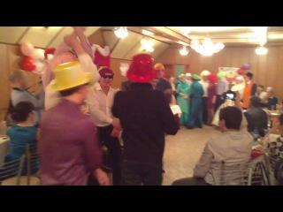 На свадьбе сестренки молодожены и молодежь зажигают под Oppa, Gangnam style )) приятного просмотра))