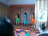 Восточный танец в школе на новый год. Моя сестренка Гульнара в голубом костюме