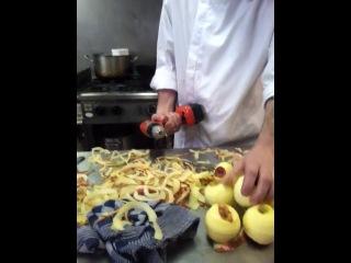 Как быстро и просто очистить яблоки от кожуры