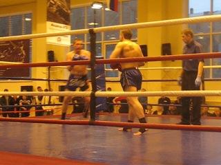 Профессиональный титульный бой по Тайскому боксу Ханжина Дениса на звание чемпиона Красноярского края 81 кг 2 раунд.