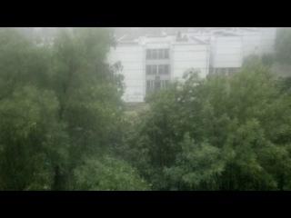 тольятти 10.07.13 дождь.. падают капли.. с неба на крышу.. на мокрый асфальт...
