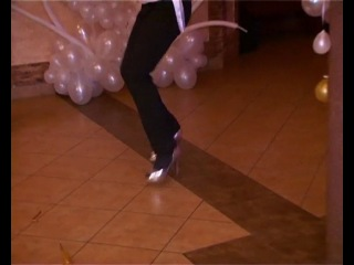 Не каждая девушка сможет так уверенно станцевать на каблуках, как свидетель на свадьбе!!! Ведущая Марина.г.Харьков.
