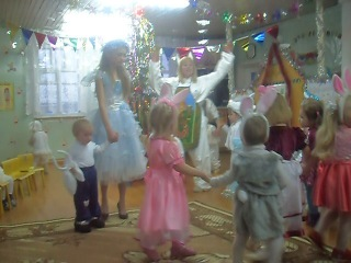 Новогодний утренник в Кельчиюрском ДОУ(малыши)