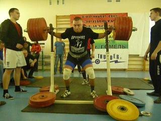 Виталий Громыко. Приседание. 295 кг без экипировки.