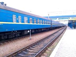 ЧС7-297 с поездом №27 Киев - Севастополь прибывает на ст. Симферополь 08.03.2014