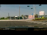 Видео ДТП. Грузовик сносит скутериста.