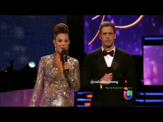 Уильям Леви в роли ведущего церемонии Univision Premio lо Nuestro 2014, 20 февраля