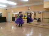 мама и папа)) учатся танцевать)))