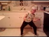 Бабуля в ударе, танцует под современную песню