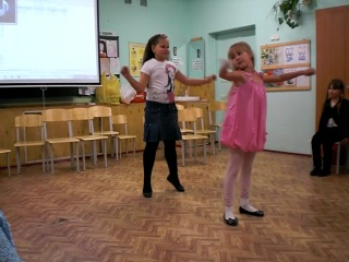 Танец Насти и Юнетты на пазднике
