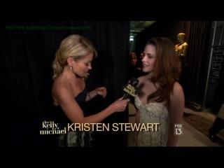 Kelly Ripa interviews Kristen Stewart BTS of the Oscars