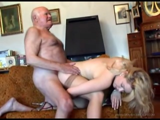 порно видео деда и внучки