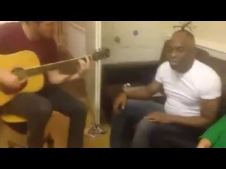 Coolio поёт Gangsta's Paradise вживую на home party.