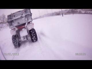 Снежный слалом на сноуборде. )
