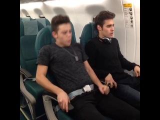 Los asientos de los aviones son muuuy comodos! Con Ruggero Pasquarelli