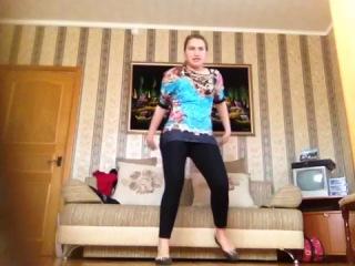 Я танцую под песню KARA-Step*не судите строго