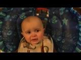 Очень эмоциональный ребёнок (Невероятно милое и трогательное видео)