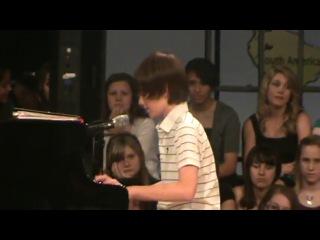 12 летний мальчик поёт песню Леди Гаги «Папарацци»!