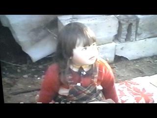 маленькая,  рассказываю сказку про курочку рябу.