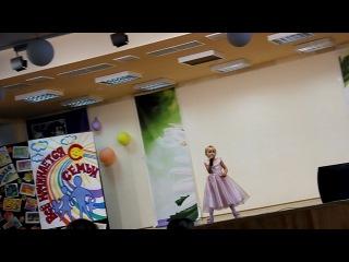 Песня дождик)))Я подтанцовываю по этому камера трясется))))