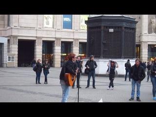 Уличные Питерские музыканты - Пилот и Саша Ордин-Солнце, купи мне гитару, научи курить план.