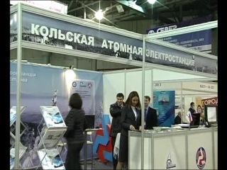 Марина КОВТУН Губернатор Мурманской области у стенда КАЭС