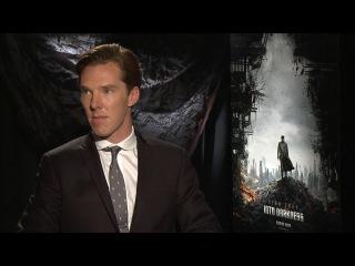 Benedict Cumberbatch веселится во время интервью [filmpro.ru]